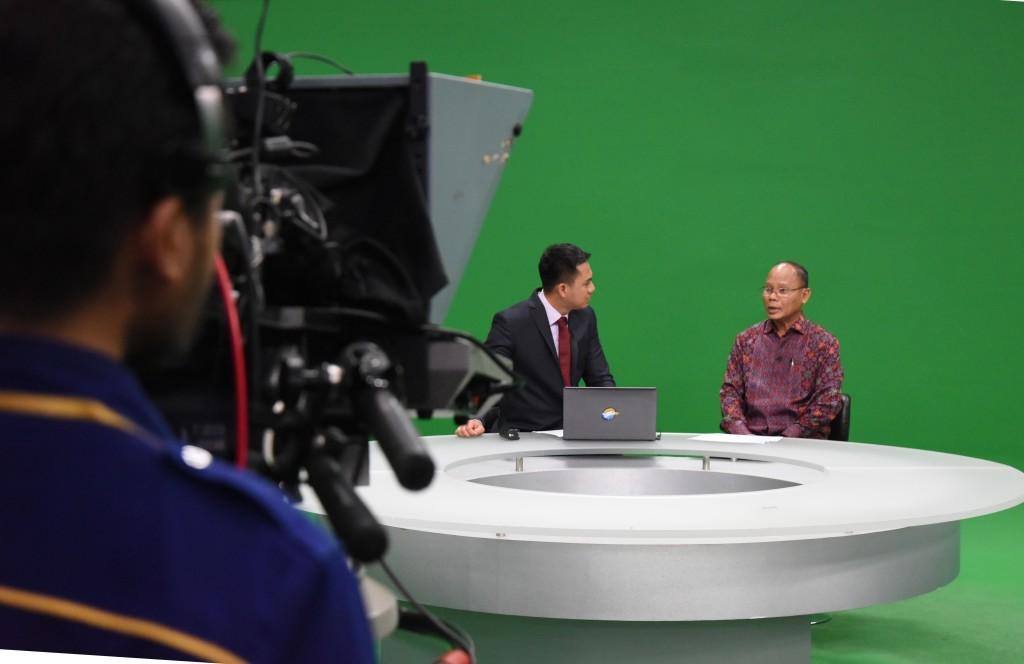 Direktur Jenderal Perimbangan Keuangan menjadi narasumber dalam acara Economic Review Metro TV